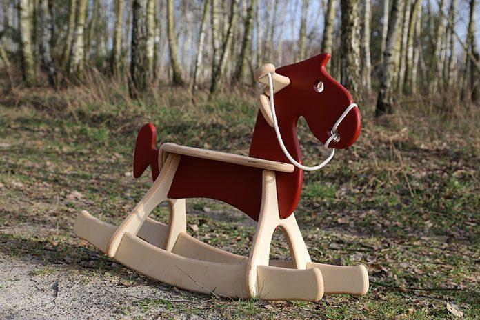Koń na biegunach – idealny prezent pod choinkę