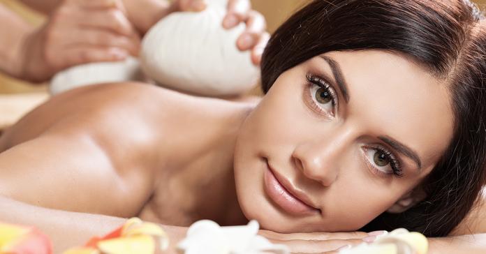 Masaż w salonie czy w domu? Czy warto kupić przyrząd do masażu?