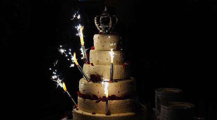 Jak ozdobić tort weselny, czyli lista pomysłów i propozycji dekoracji tortu ślubnego